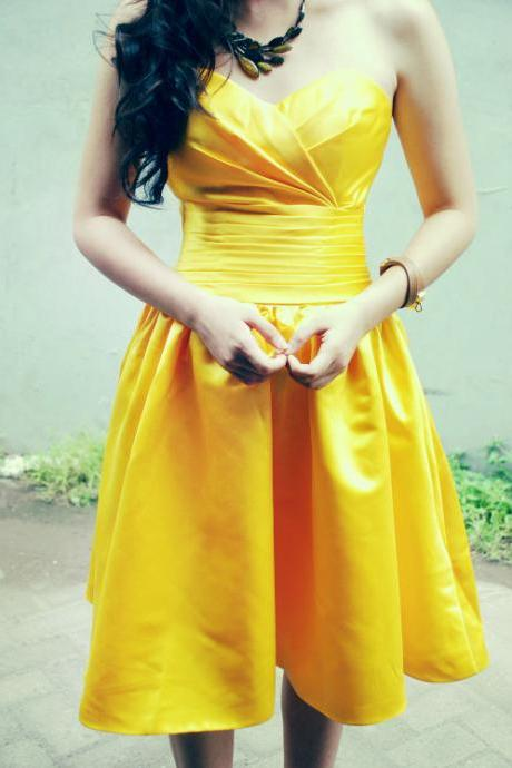 Custom Made Yellow Sweetheart Neckline Knee Length Homecoming Dress